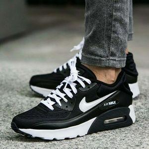 Womens/Girls Nike Air Max 90 (Size 7y/8.5w)